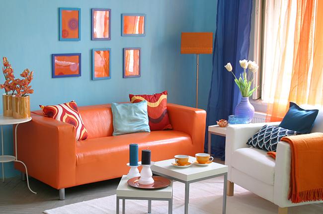 Сине-оранжевые цвета на шторах